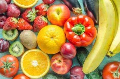 大量の果実と野菜