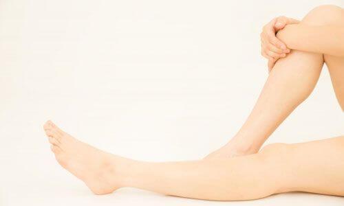 20代口コミ素足の膝下